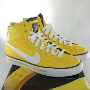 buy online aa977 1f33a Women s Nike Livestrong Shoes on Poshmark